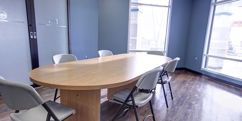 The Board Room is a great meeting room or small class room to host tutorial sessions, or planing session with coworkers.