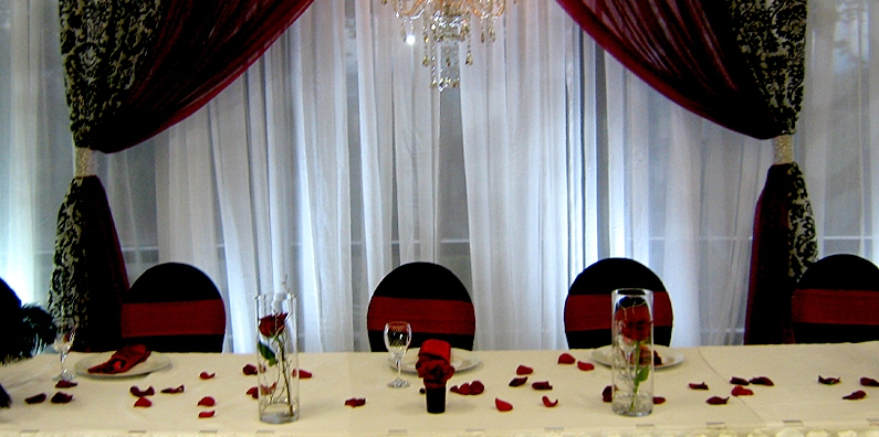 Looking to create an intimate event? One that tells the tale of your love story? Our Panorama Room is the perfect location to host your wedding.